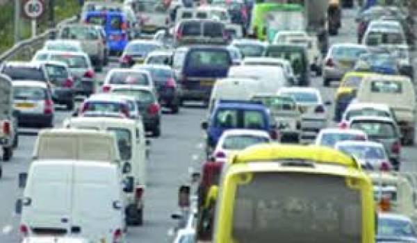 Les routes n'arrivent plus à contenir le trafic automobile.