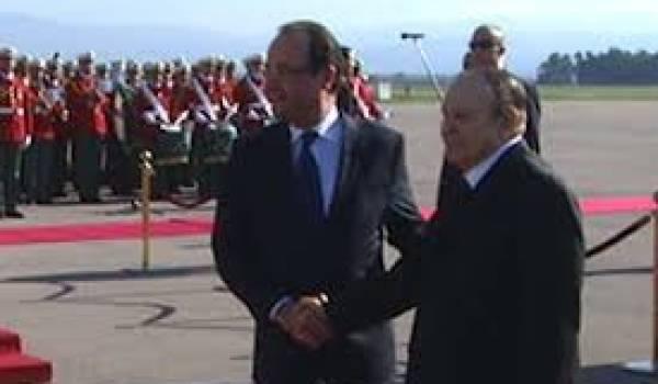 Hollande et Bouteflika à l'aéroport d'Alger.