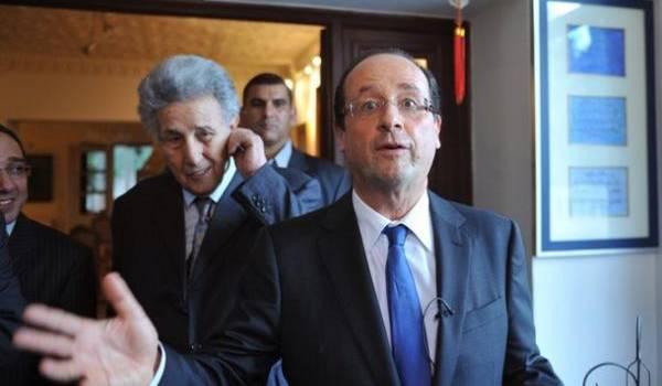 Alors qu'il était premier secrétaire du PS, François Hollande était reçu par Ahmed Ben Bella en 2006.