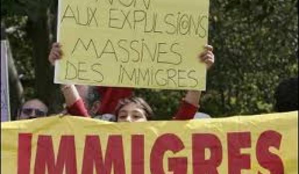 Les gouvernement français procèdent régulièrement à des expulsions de sans papiers.