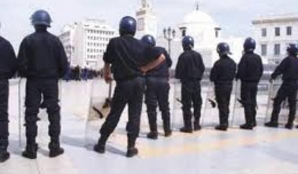 Les forces de l'ordre ont encerclé les manifestants et embarqué les organisateurs.