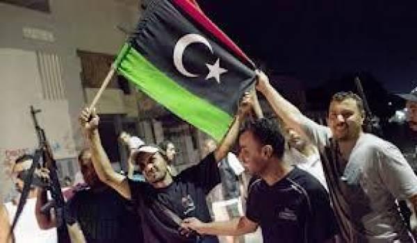 La nouvelle Libye se dessaisit des oripeaux idéologiques de Kadhafi.
