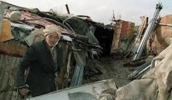 Des centaines de milliers de familles algériennes vivent encore dans des bidonvilles.