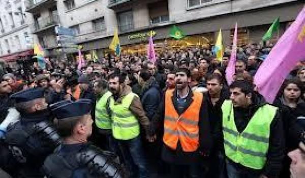 Des centaines de Kurdes se sont rassemblés à Paris pour dénoncer l'exécution des trois activistes