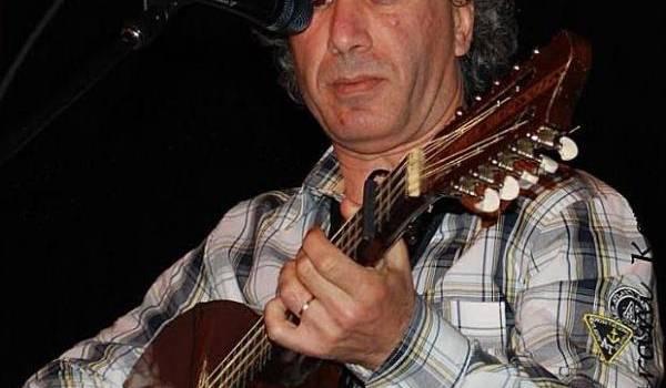 Le chanteur Zedek Mouloud