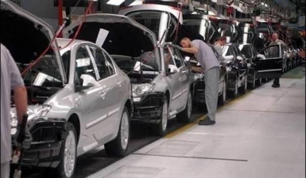 La première voiture devrait sortir de cette usine en novembre 2014.