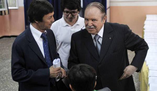 Abdelaziz Bouteflika n'est pas prêt à lâcher le pouvoir. Ici avec son frère Saïd.