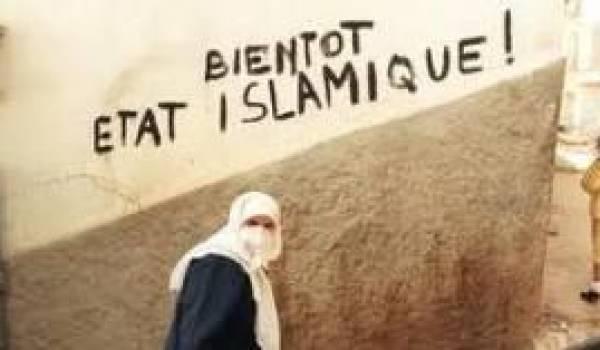 Le mouvement islamiste attend en embuscade pour profiter de la situation. Comme en 1988.