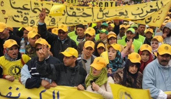 """Maroc: des milliers de personnes manifestent pour les """"droits et libertés"""""""