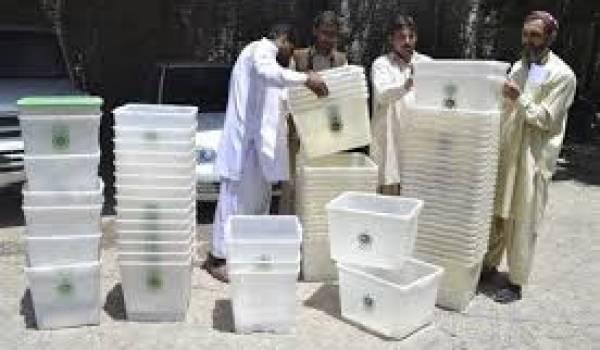 La menace des talibans plane sur ces élections.