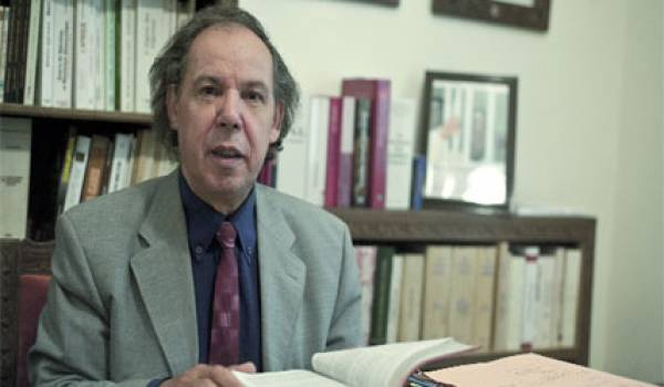 Mokrane Aït Larbi, avocat et homme politique.