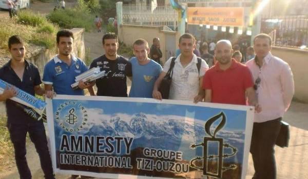 Des membres de l'ONG Amnesty international à la commémoration de l'assassinat de Matoub Lounès.
