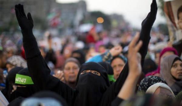 En dépit d'une meurtrière répression, les Frères musulmans exigent le retour de Mohamed Morsi.