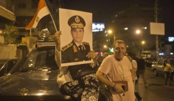 Des milliers d'Egyptiens sont sortis saluer le putsch des militaires.