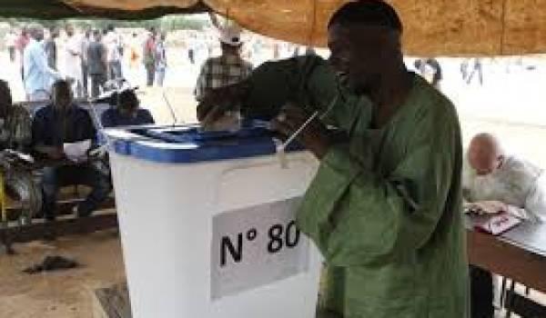 27 candidats participent à l'élection.