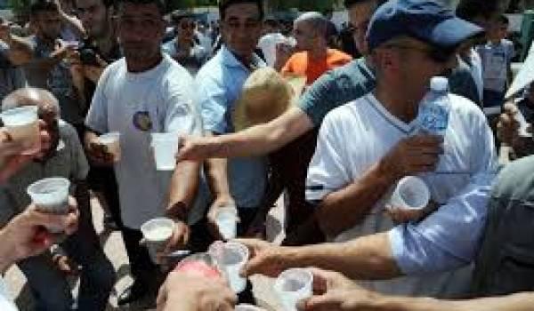 Les déjeuneurs de Kabylie suscitent le débat entre les pour et les contre.
