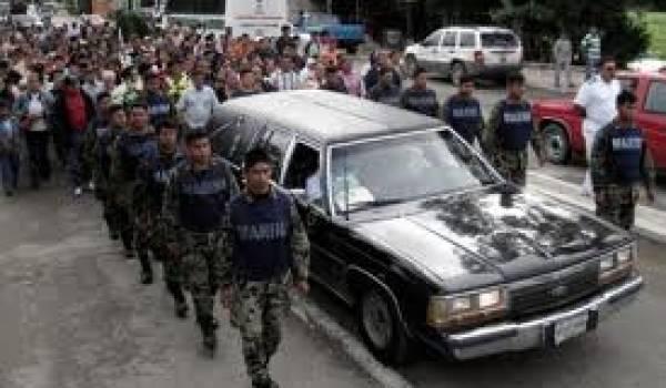 L'enterrement des militaires victimes d'une embuscade terroriste.