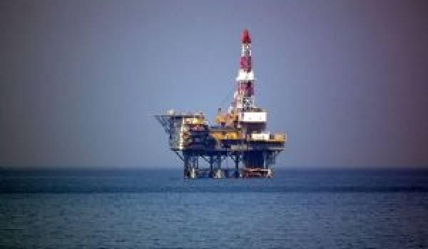 D'importantes réserves de pétrole ont été découvertes dans des eaux au statut non défini par le Maroc et l'Espagne,