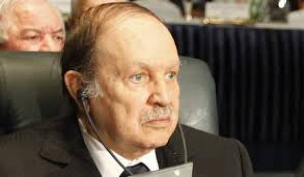 Le dernier héritier du clan d'Oujda est en train de brader l'Algérie.