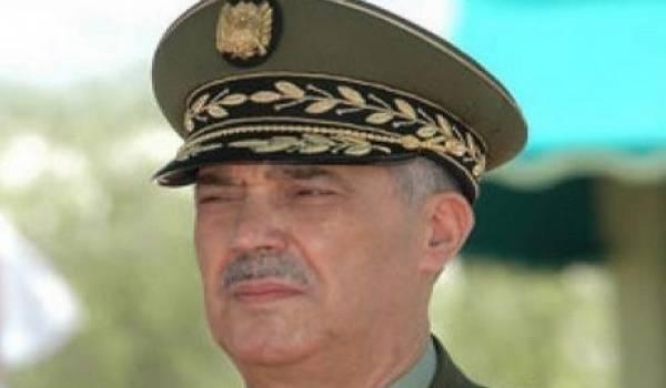 Le général major Ahmed Bousteila parti à la retraite.
