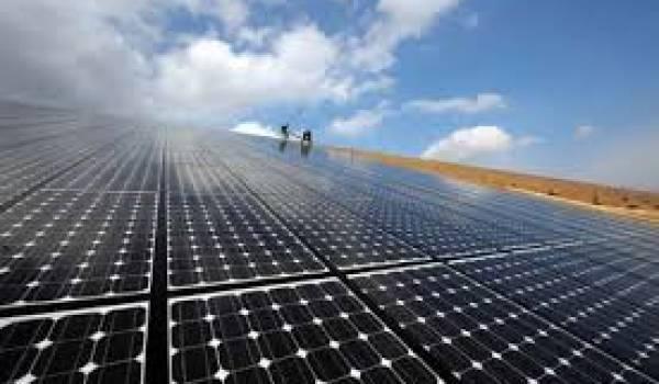 L'Algérie se doit de passer rapidement au solaire.