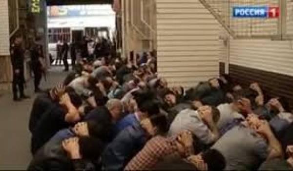 La police a lancé une opération contre les immigrés.