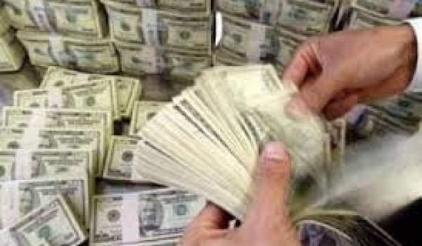 Les richesses se concentrent entre les mains d'une minorité d'affairistes algériens.