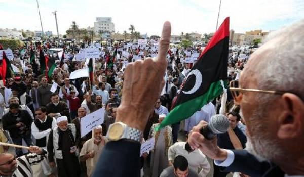 Les habitants exigent le départ des milices