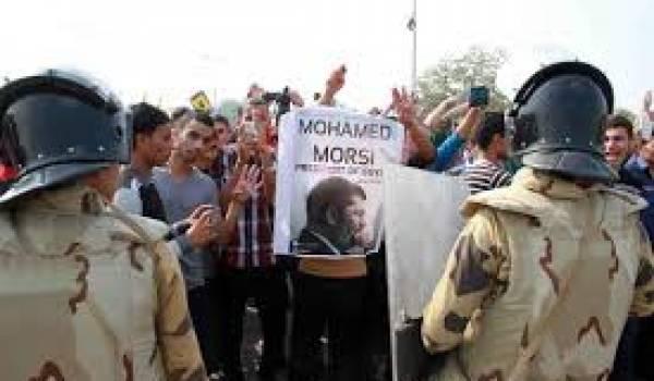 """M. Morsi a appelé à """"juger les leaders du coup d'Etat militaire"""""""