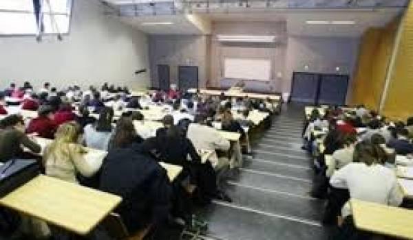 Les étudiants de l'université d'Alger dénoncent.