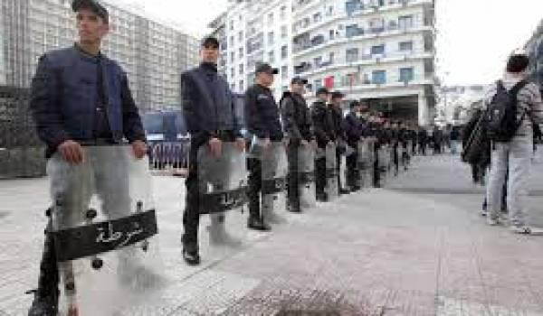 Malgré la levée de l'état d'urgence, tous les rassemblements sont interdits par le pouvoir