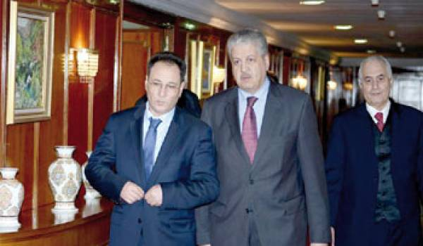 Seddik Abdelkarim et Abdelmalek Sellal pendant sa visite en Algérie
