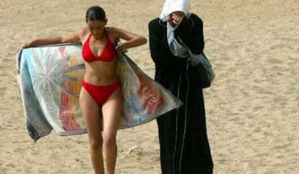 La femme algérienne, minorée par le code de la famille, demeure à la croisée des chemins.