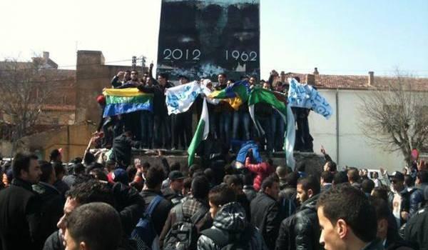 Manifestation de Chaouis contre les déclarations de Sellal.