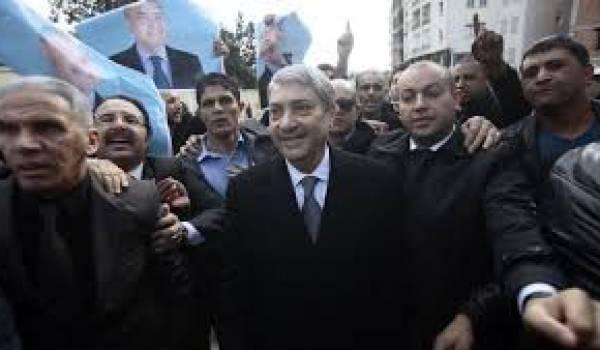 Benflis et ses partisans devant le conseil constitutionnel.