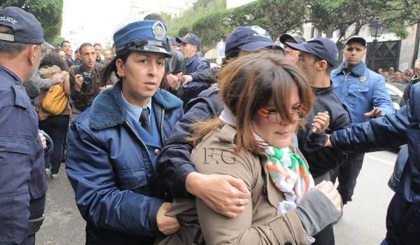 Ce matin à Alger, la police réprime.