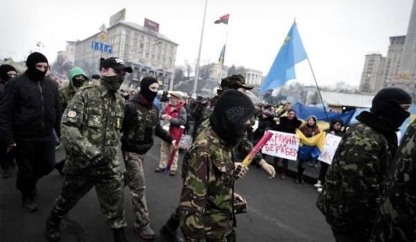 Des milices populaires en Crimée.