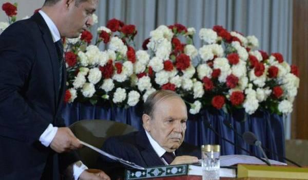 La prestation de serment a été très abrégée pour Bouteflika.