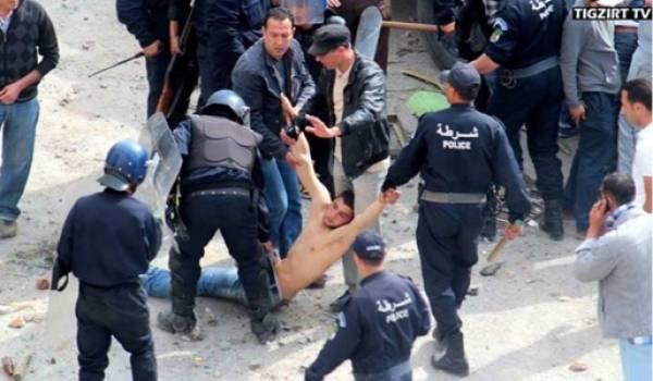 Des policiers qui s'acharnent sur un jeune manifestant par terre et sans doute inanimé.