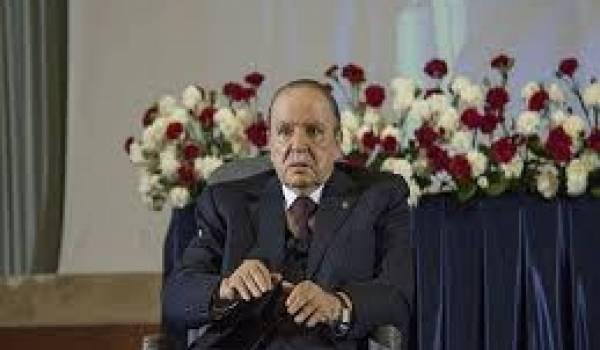 Tassé dans son fauteuil roulant, Bouteflika a juré sur le Coran de respecter la Constitution qu'il viole allègement.