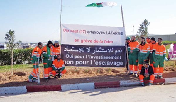 Les grévistes de la faim réprimés par la police devant le siège de la multinationale.
