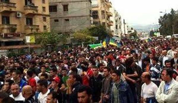 Les militants de la cause amazighe ont réitéré leur volonté de faire aboutir cette revendication. Photos Rachid Oulebsir