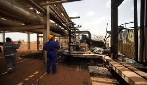 L'Algérien et les deux Chinois travaillaient sur un champ pétrolier.