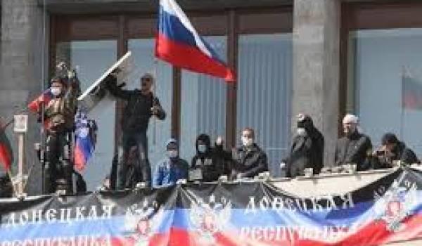 L'Ukraine était confrontée lundi à une menace de sécession dans l'Est russophone