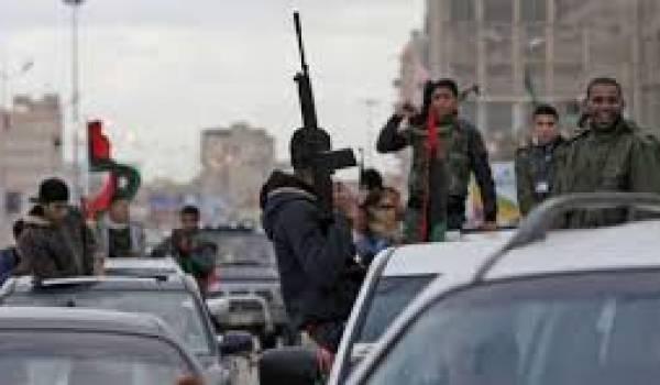 De violents affrontements armés ont lieu à Benghazi.