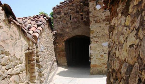 Une ruelle du village Ighil Oumced à Akbou