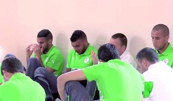 L'équipe nationale en prière.