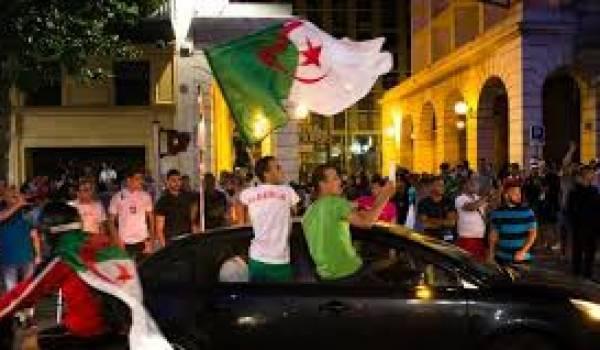 Des supporteurs algériens ont commis de nombreux débordements en France.