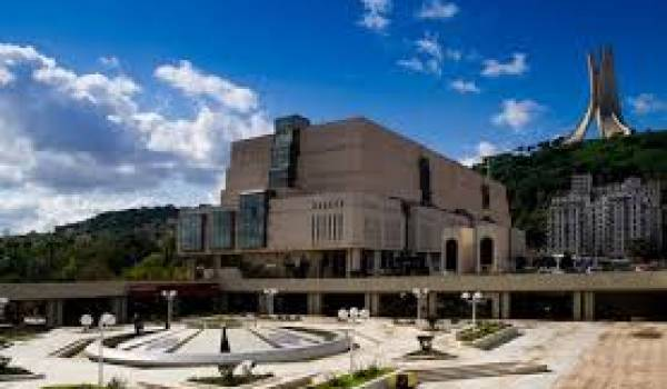 Les lieux de la culture et du savoir se font rares. Ici Bibliothèque nationale.