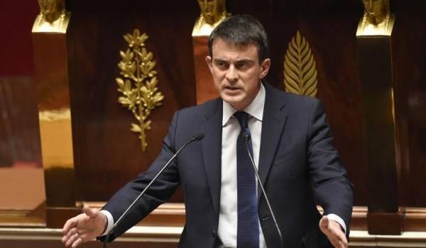 Manuel Valls, le premier ministre français, veut instaurer un nouveau titre de séjour aux émigrés.